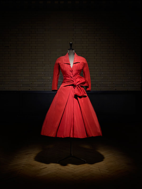 https://www.artsandcollections.com/wp-content/uploads/2018/08/Christian-Dior-exhibition.jpg