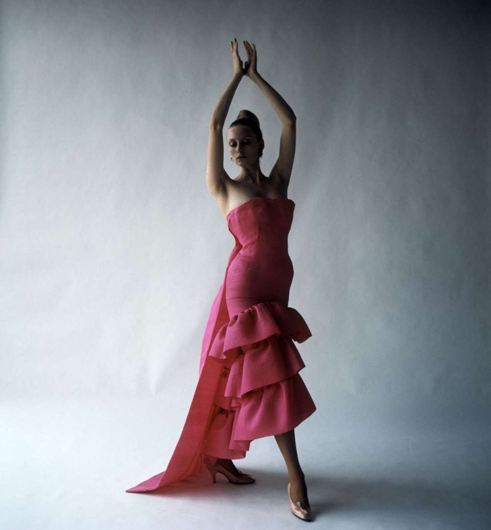 https://www.artsandcollections.com/wp-content/uploads/2018/08/Flamenco-style_evening_dres.jpg