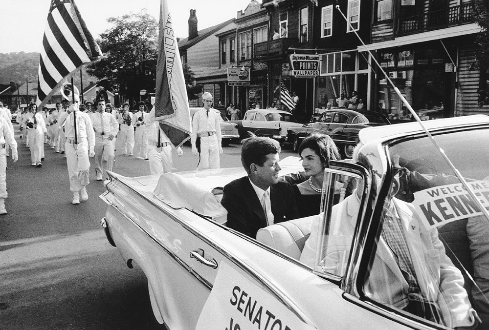 https://www.artsandcollections.com/wp-content/uploads/2018/08/Jackie-and-JFK-in-Campaign-Car-Life-with-the-Kennedys.jpg