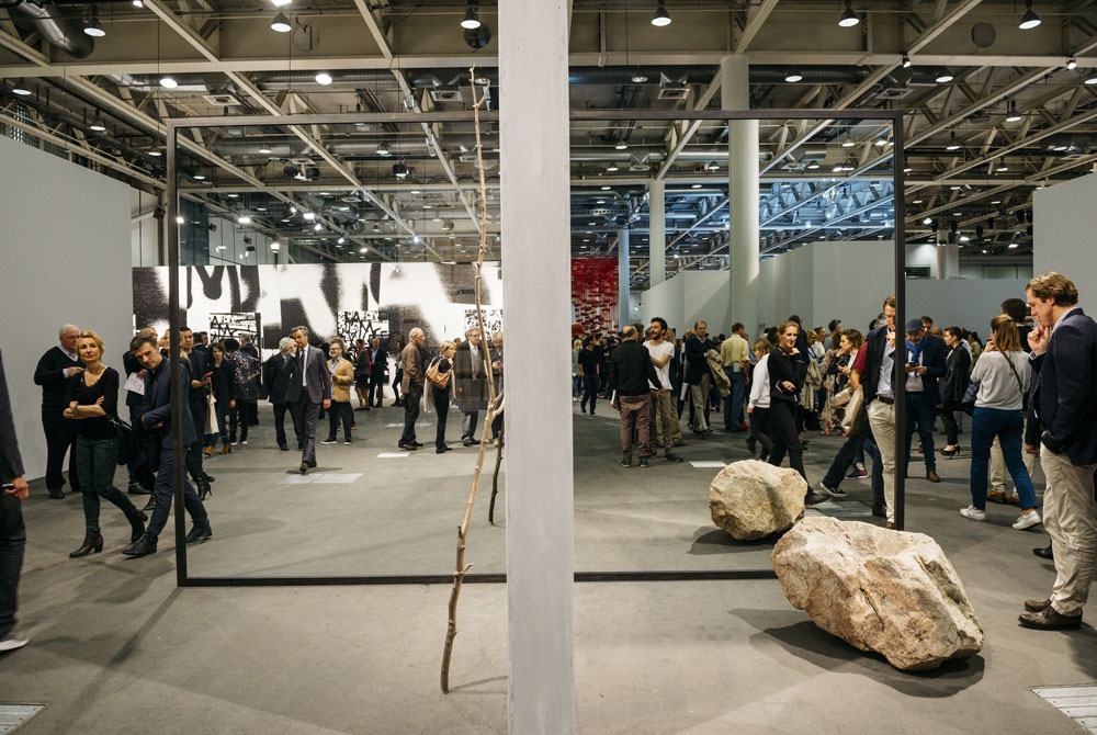 https://www.artsandcollections.com/wp-content/uploads/2018/08/Six-Art-Fairs-You-Have-To-V.jpg