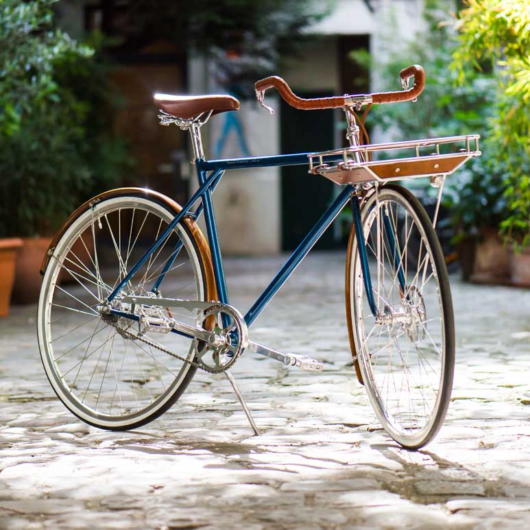 https://www.artsandcollections.com/wp-content/uploads/2018/08/The_Art_of_Bespoke_Bicycles.jpg