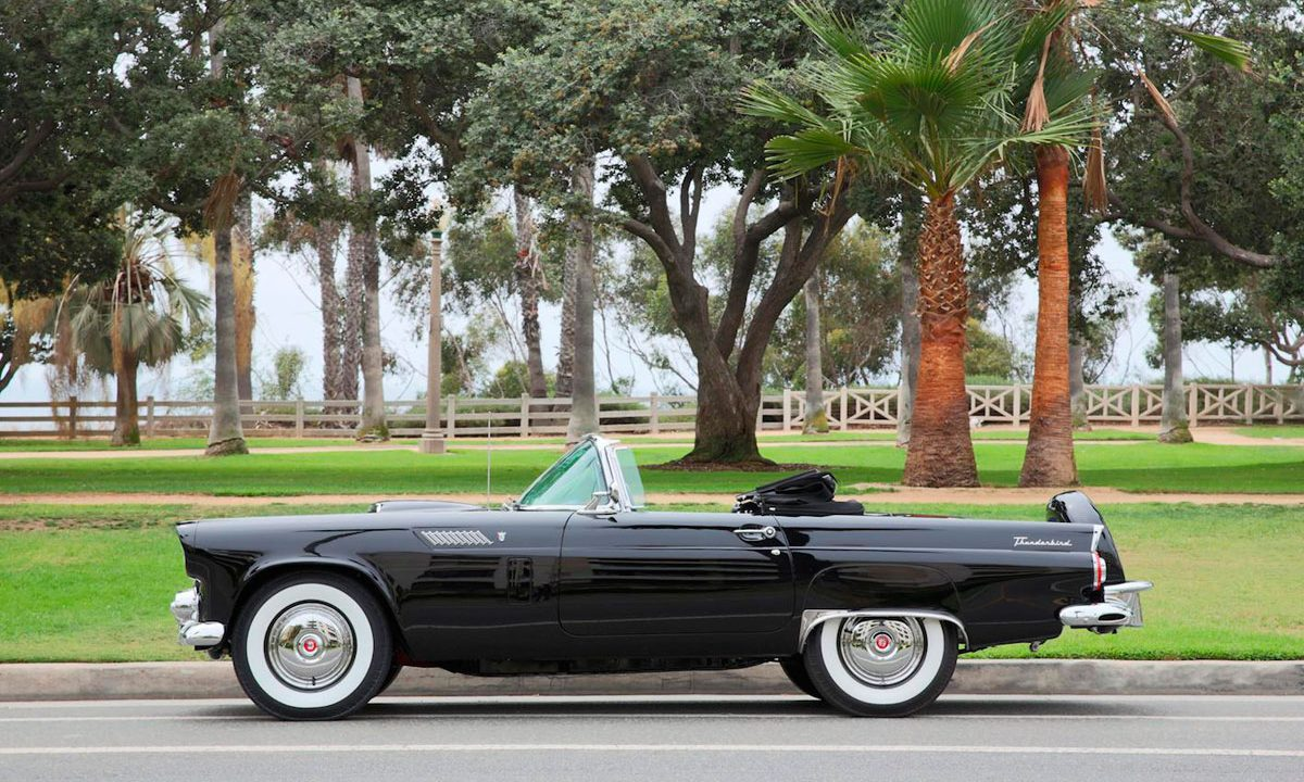 https://www.artsandcollections.com/wp-content/uploads/2018/09/Marilyn-Monroe's-Ford-Thunderbird-to-Sell-at-Julien's-Auctions-1200x720.jpg