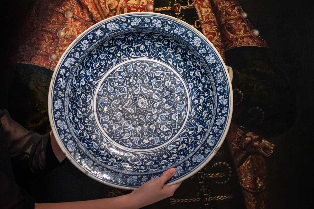 Rare Iznik Charger Sets Record at Auction