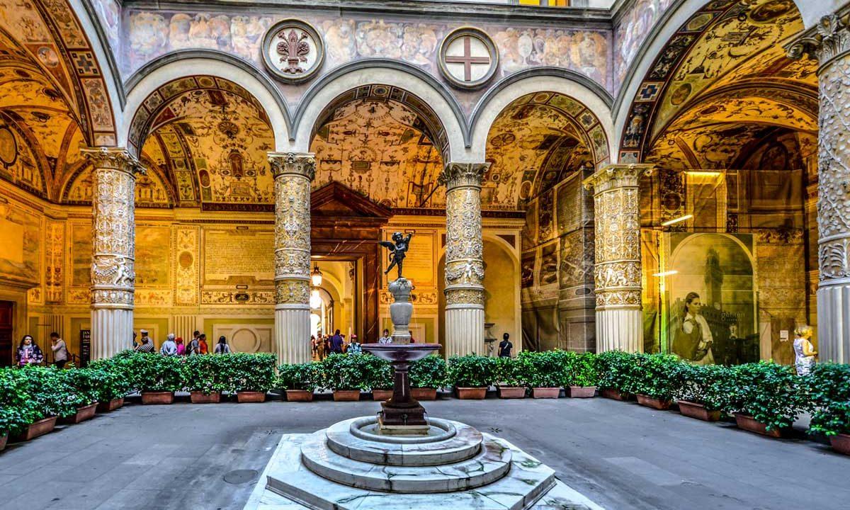 https://www.artsandcollections.com/wp-content/uploads/2018/10/michelozzo-di-bartolomeo-renaissance-architecture-1200x720.jpg