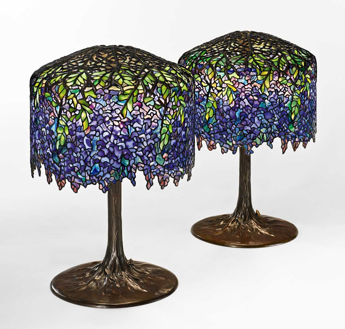 https://www.artsandcollections.com/wp-content/uploads/2018/10/tiffany-lamps.jpg