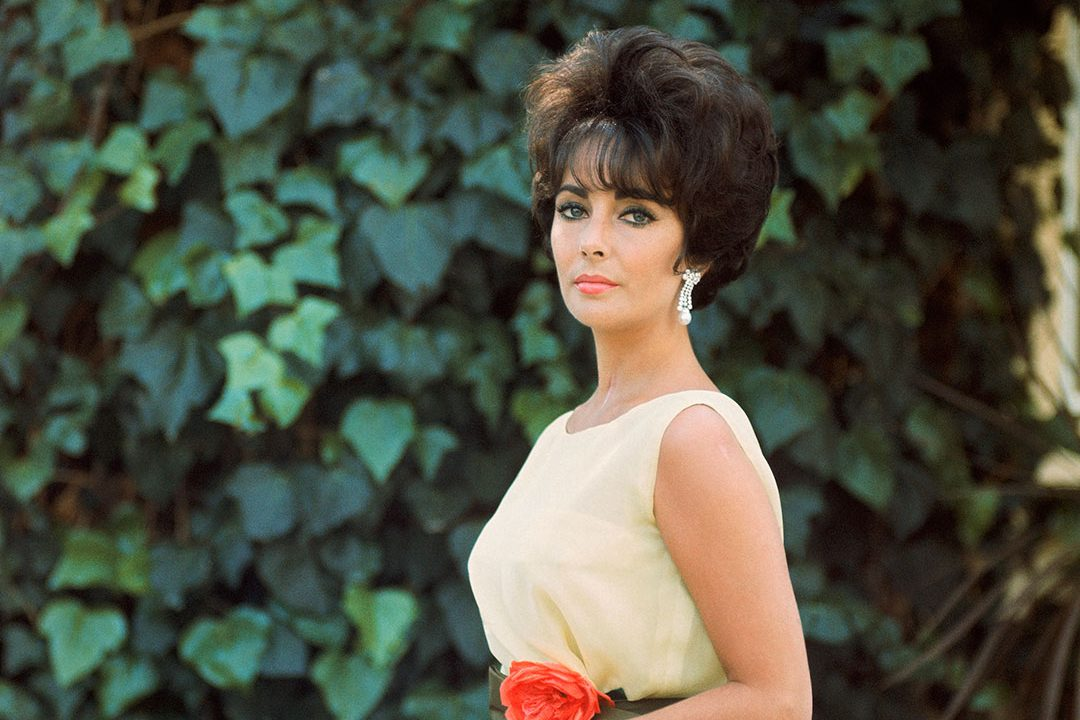 https://www.artsandcollections.com/wp-content/uploads/2019/01/'Elizabeth-Taylor-in-Yellow-with-Ivy-Side-1'-1961-Mark-Shaw-copy-1080x720.jpg