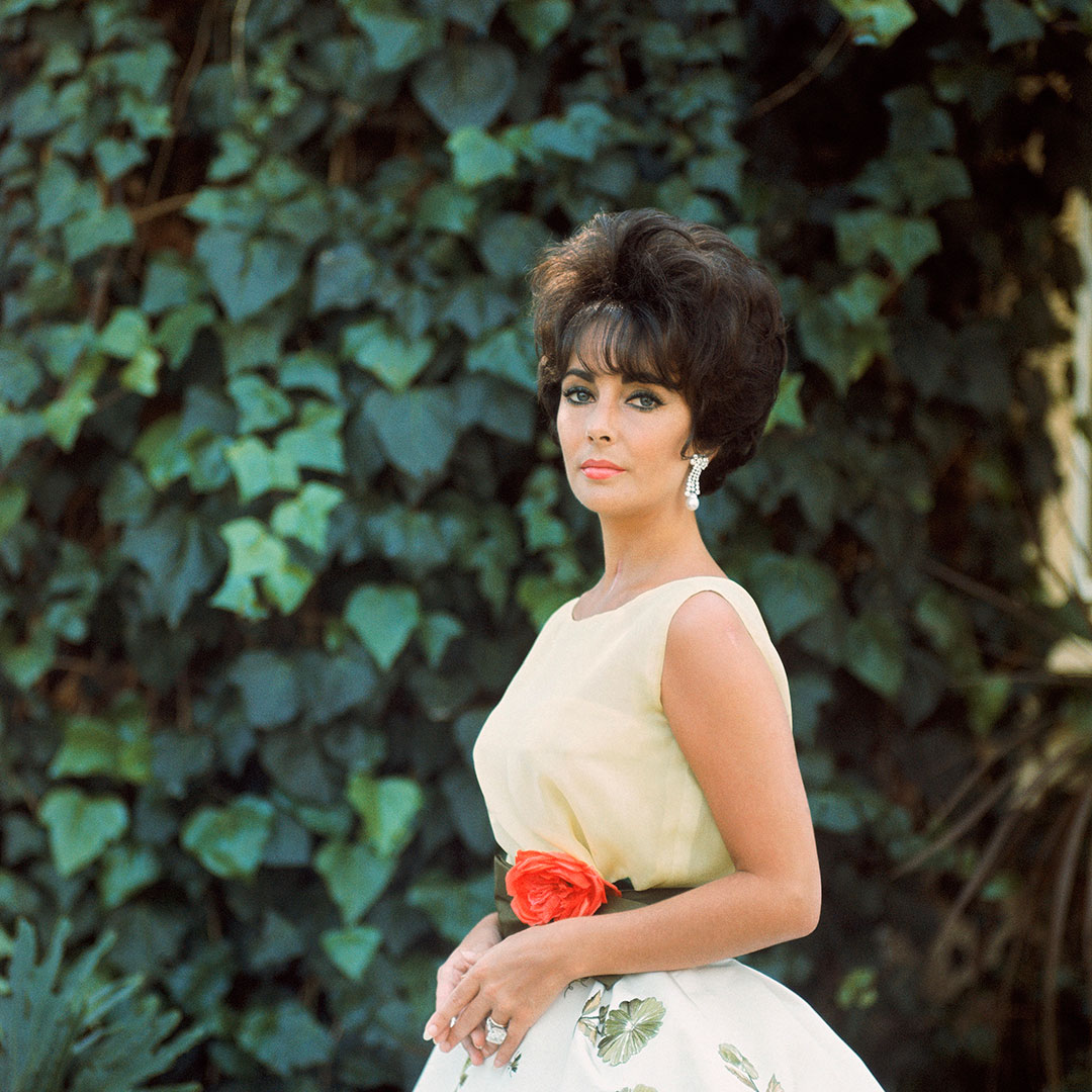https://www.artsandcollections.com/wp-content/uploads/2019/01/'Elizabeth-Taylor-in-Yellow-with-Ivy-Side-1'-1961-Mark-Shaw-copy.jpg