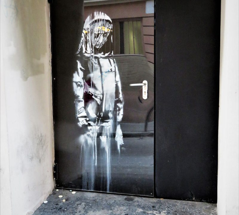 https://www.artsandcollections.com/wp-content/uploads/2019/01/Banksy-Mural-Stolen-From-Bataclan-Theatre-in-Paris-800x720.jpg