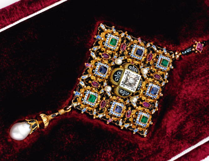Sotheby's Renaissance Revival Collection Features Artistry In Jewels