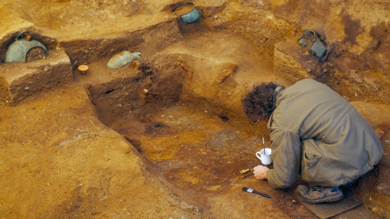 https://www.artsandcollections.com/wp-content/uploads/2019/05/Archaeologist-excavating-the-Prittlewell-princely-burial-c-MOLA-1280x720.jpg