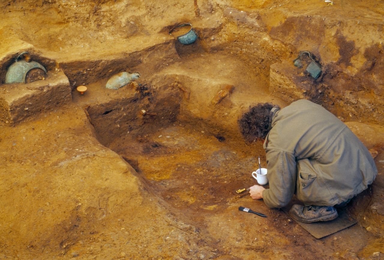 https://www.artsandcollections.com/wp-content/uploads/2019/05/Archaeologist-excavating-the-Prittlewell-princely-burial-c-MOLA-1280x865.jpg