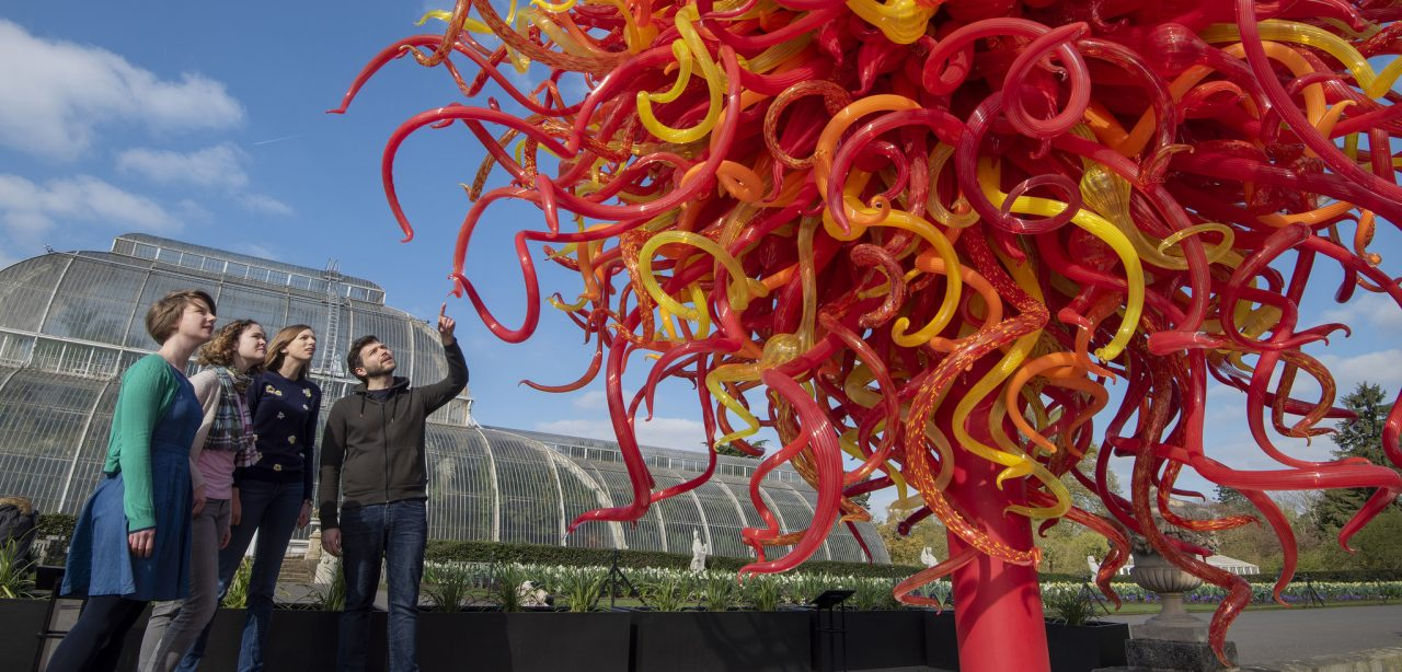 https://www.artsandcollections.com/wp-content/uploads/2019/05/Dale-Chihuly-Summer-Sun-at-Royal-Botanic-Gardens-Kew-image-Jeff-Eden-©-RBG-Kew-1280x614.jpg