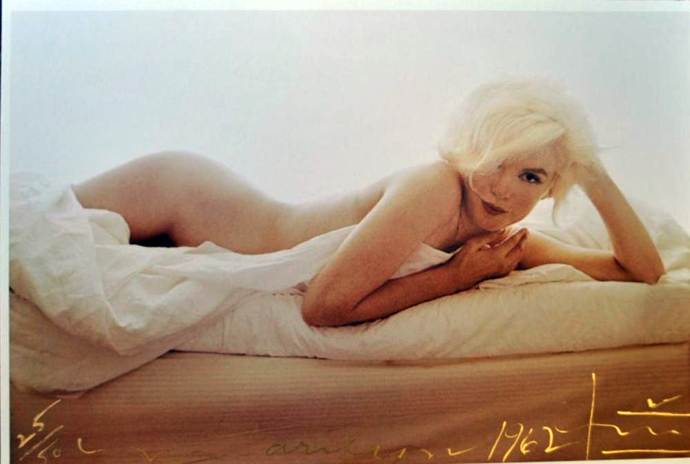 https://www.artsandcollections.com/wp-content/uploads/2019/06/Marilyn-Monroe-Nude-on-the-Bed-Bert-Stern.jpg