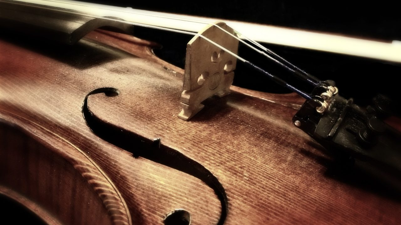 https://www.artsandcollections.com/wp-content/uploads/2019/06/Violin-1280x720.jpg