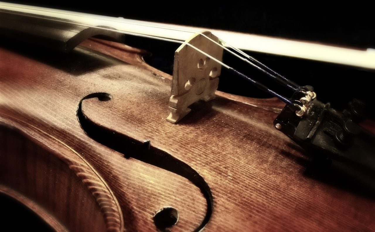 https://www.artsandcollections.com/wp-content/uploads/2019/06/Violin-1280x791.jpg