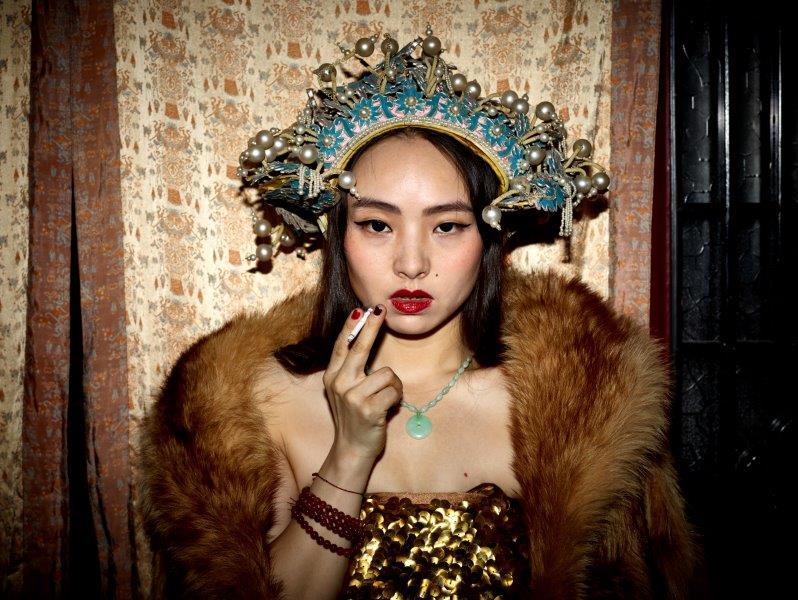 https://www.artsandcollections.com/wp-content/uploads/2019/09/1-Pekin_Pieter-Hugo_Zeng-Mei-Hui-BEIJING_2015_1619_v2x.jpg