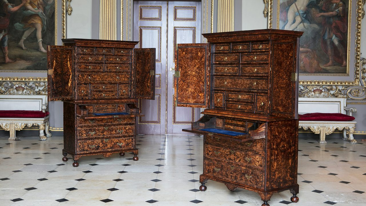 https://www.artsandcollections.com/wp-content/uploads/2019/09/Alexander-George-Antiques-A-pair-of-Coxed-Woster-'mulberry'-on-secretaire-chests-circa-1719-1280x720.jpg