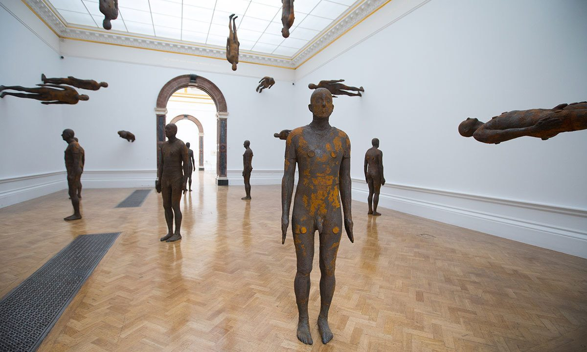 https://www.artsandcollections.com/wp-content/uploads/2019/09/Antony-Gormley-Lost-Horizon-I-2008-1200x720.jpg