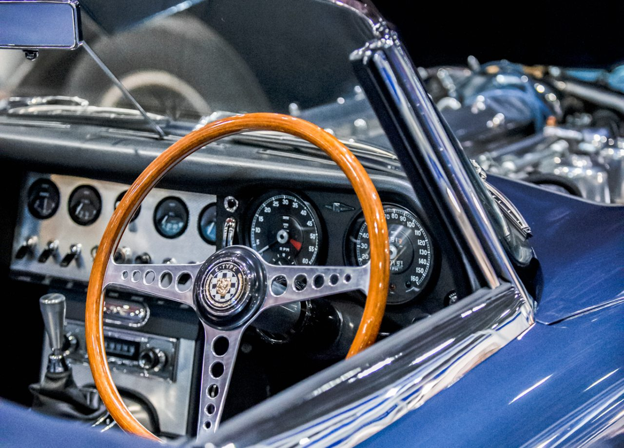https://www.artsandcollections.com/wp-content/uploads/2019/10/London-Classic-Car-Show-3-e1571220689763-1280x919.jpg