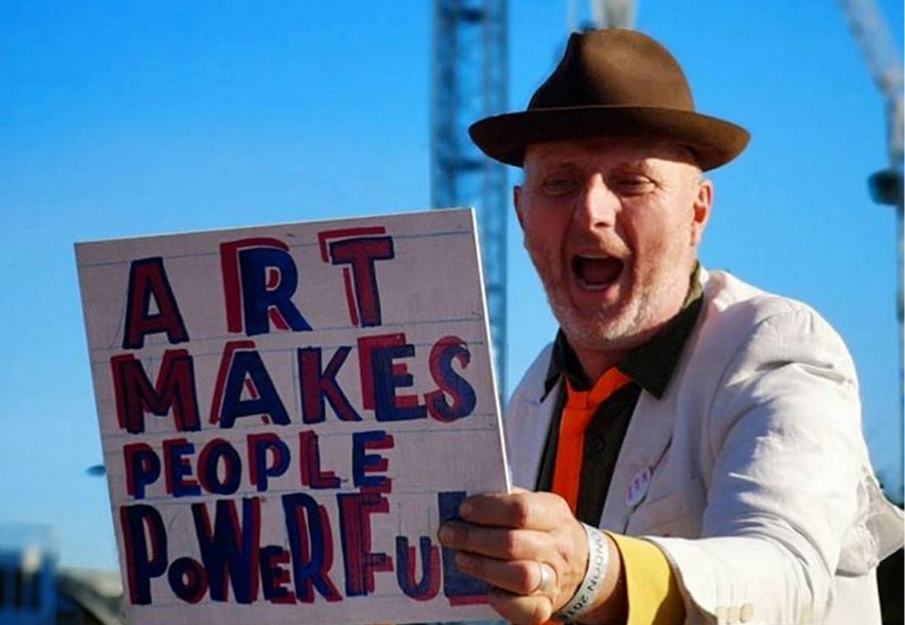 https://www.artsandcollections.com/wp-content/uploads/2020/08/Bob-Roberta-Smith-Art-Makes-People-Powerful-@Matthew-Kelly-1280x884.jpg