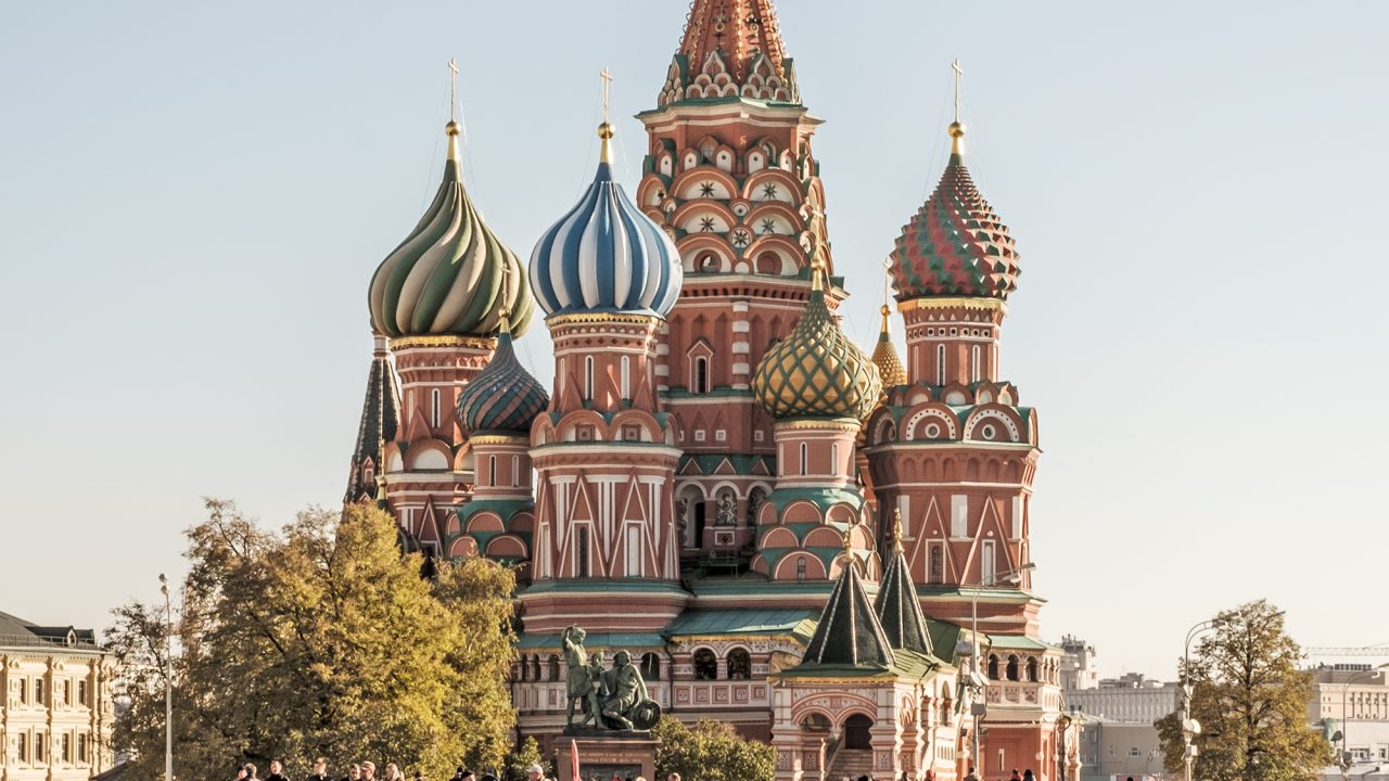 https://www.artsandcollections.com/wp-content/uploads/2021/04/Saint_Basils_Cathedral_in_Moscow-1280x720.jpeg