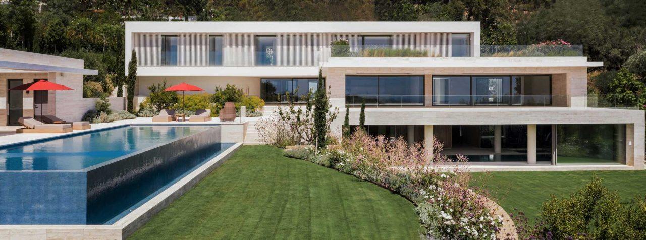 https://www.artsandcollections.com/wp-content/uploads/2021/04/Villa-Dorado-facade-1-smaller-1280x476.jpg