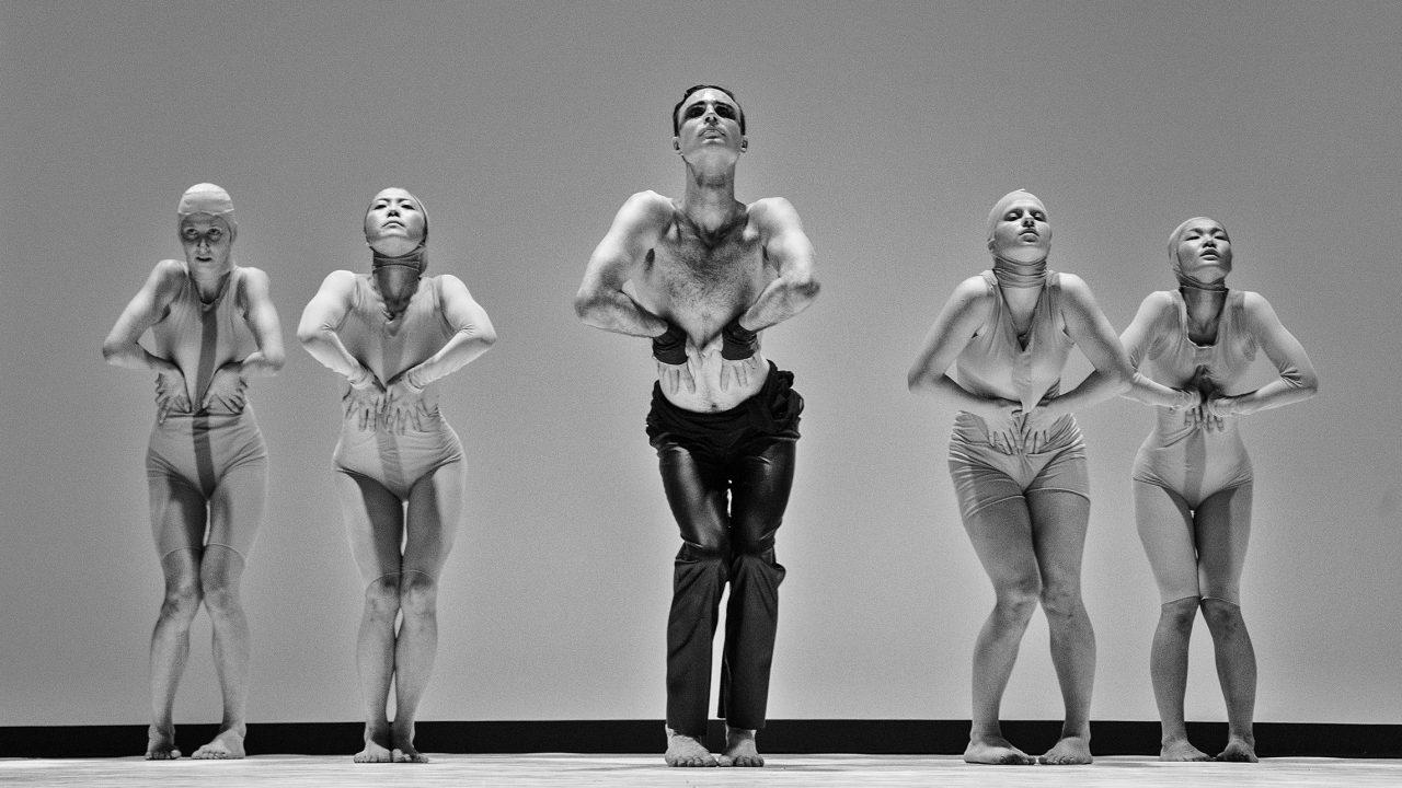 https://www.artsandcollections.com/wp-content/uploads/2021/09/Dance-theatre-Aura_Trine-Sirnes_Copyrights_Tuk-tuk-Lietuva-1280x720.jpg
