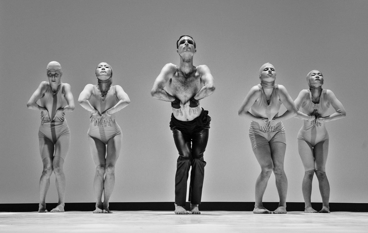 https://www.artsandcollections.com/wp-content/uploads/2021/09/Dance-theatre-Aura_Trine-Sirnes_Copyrights_Tuk-tuk-Lietuva-1280x811.jpg